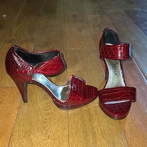 White House Black Market Heels, Size 7M, Paula Red